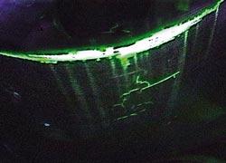 UV Licht zeigt tiefe Risse